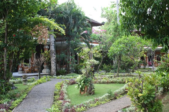 Rambutan Boutique Hotel : Jardin autout petite piscine