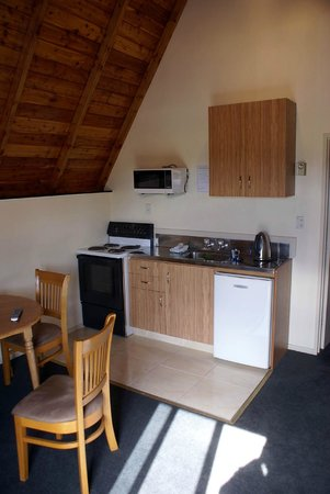 Mountain Chalet Motels:                   kitchenette / living room