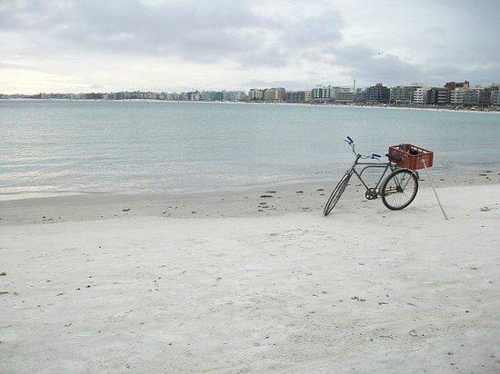 Forte Beach: dia nublado en praia do forte