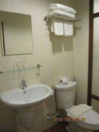 Sanctuary Luang Prabang Hotel : Bathroom