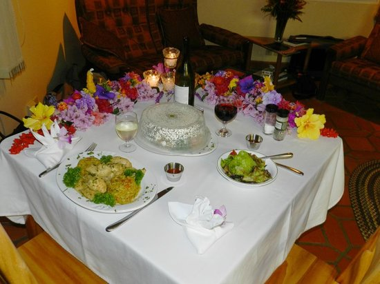 """La Montana y el Valle Coffee Estate Inn: Dinner in our bungalow; typical """"date night dinner"""" at The Coffee Estate Inn"""