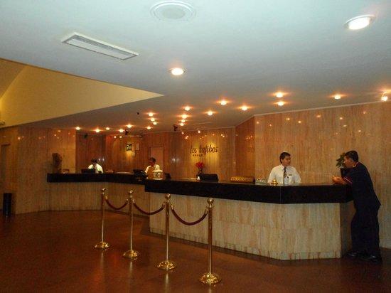 Los Tajibos Hotel & Convention Center: Recepción