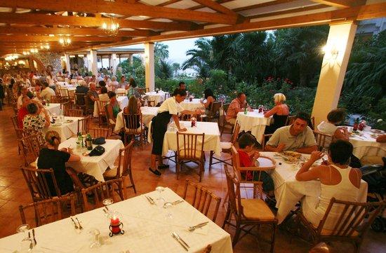 Hotel Esperides: Restaurant exterior area