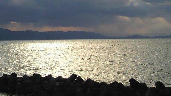 Kotobukiso: 目の前すぐ海です。残念ながらお部屋からは見えません(>_<)