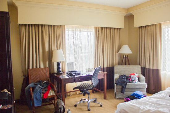 Doubletree by Hilton Chicago O'Hare Airport - Rosemont:                   Spacious corner king room