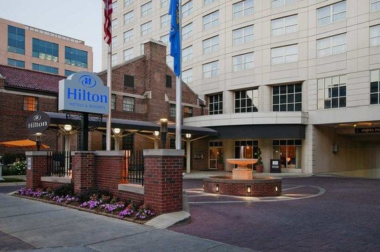 Hilton Madison Monona Terrace: Front Door