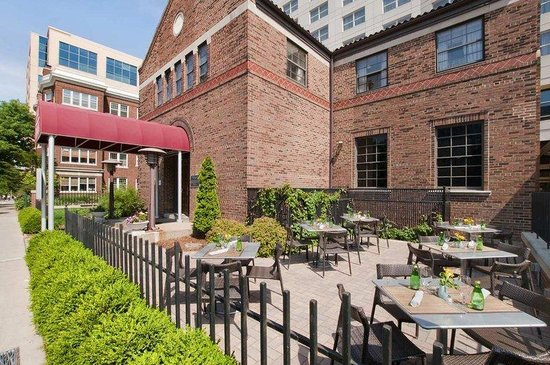 Hilton Madison Monona Terrace: Chophouse Patio
