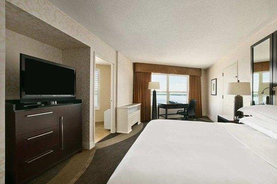 Hilton Madison Monona Terrace: King Suite