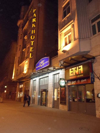 Novum Hotel Golden Park Budapest: Di sera