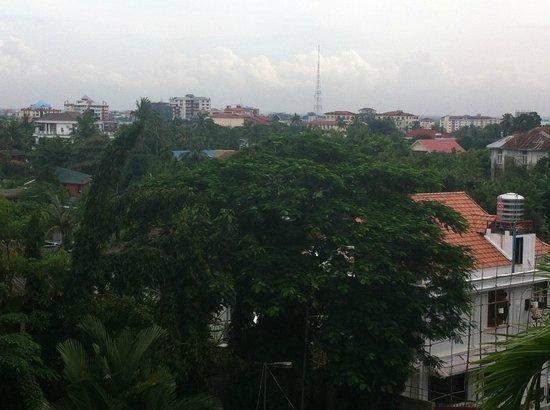 Royal Yangon City Hotel: Panorama città