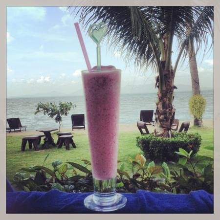 Baan Bophut Beach Hotel:                   rstaurant itself is average but the smoothies RULE! this one is strawberry and