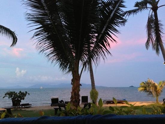 Baan Bophut Beach Hotel:                   beautiful sunset view from the room