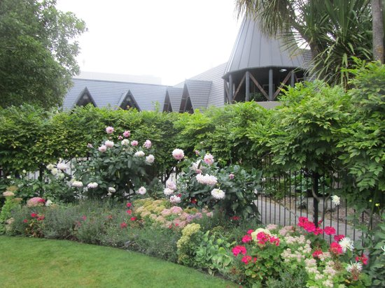 Chateau on the Park - Christchurch, a DoubleTree by Hilton:                   Gardens looking towards a turrent
