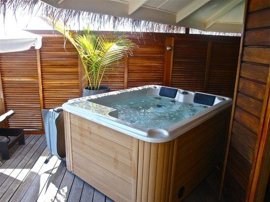 Kuramathi Island Resort: jacuzzi sulla terrazza