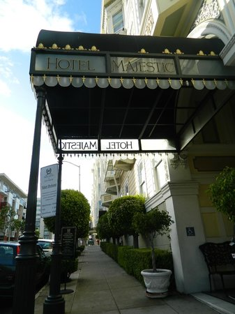 Hotel Majestic: Entrance of the hotel