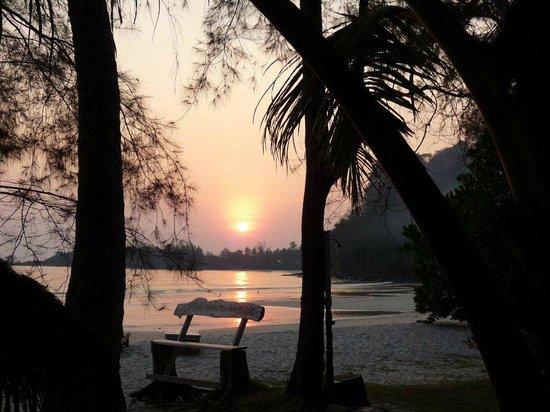 Sunset bild fr 229 n neverland beach resort ko kut tripadvisor