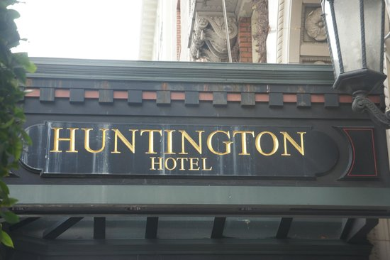 The Scarlet Huntington: Hotel Entry
