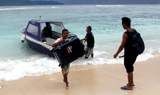 The Trawangan Resort: Arrivée sur la plage de l'hôtel en speedboat