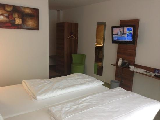 ante porta - Das Stadthotel : bedroom