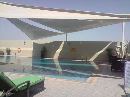 Al Khoory Hotel Apartments: piscine