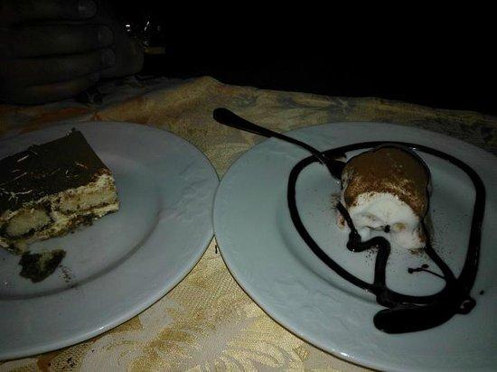 Luna Lunedda B&B:                   dolce tiramisù e profitteroles bianco