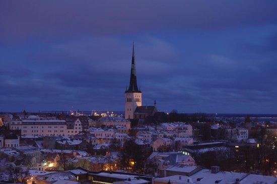 Hotel CRU: восход над Старым городом (вид из номера)