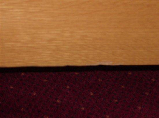 Hotel Bourgoensch Hof:                   Chipped bed