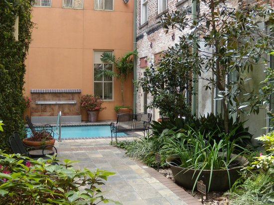 Country Inn & Suites By Carlson, New Orleans French Quarter: Courtyard - New Orleans Style