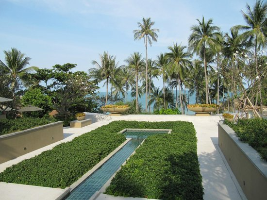 Banyan Tree Samui: landscaped area leading to the spa