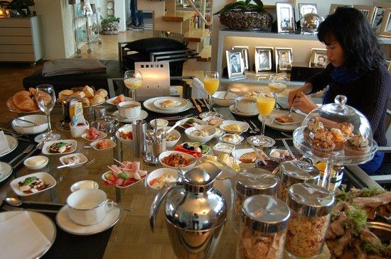 B & B Cologne Filzengraben:                   Breakfast