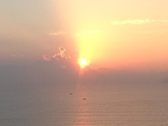 Sunrise Nha Trang Beach Hotel & Spa: Sunrise from the balcony