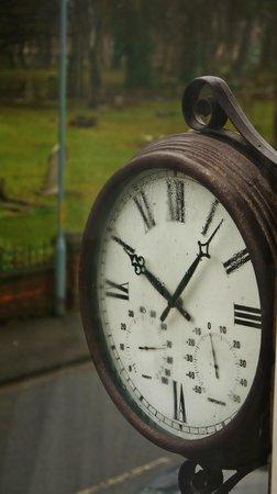 Linthorpe Guest House/Apartments:                   Clock (accurate!) on front wall of Linthorpe Guest House