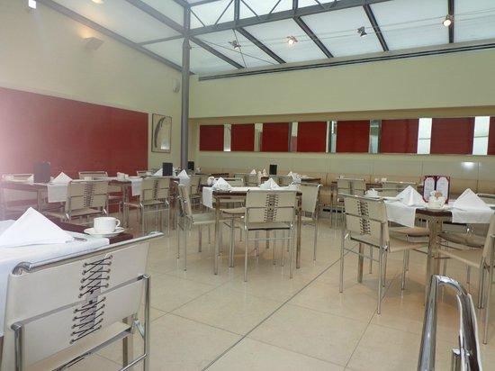 Maximilian Hotel:                   Breackfast Buffet