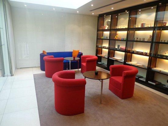 Maximilian Hotel:                   Library