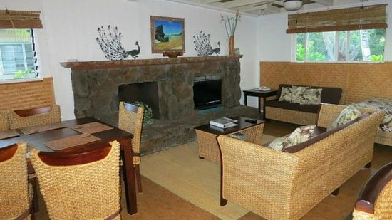 Ke Iki Beach Bungalows: Living area