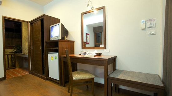 Mangrove Villa: And outside sink and work top at back