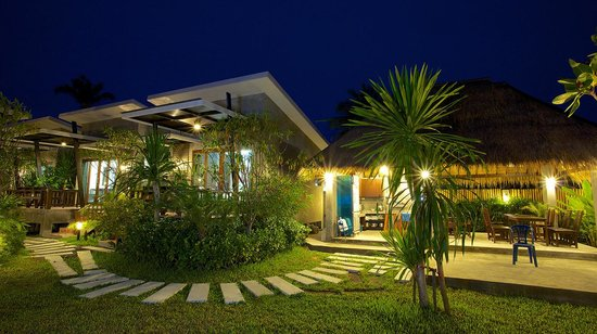 Mangrove Villa: Walkway from rooms to restaurant