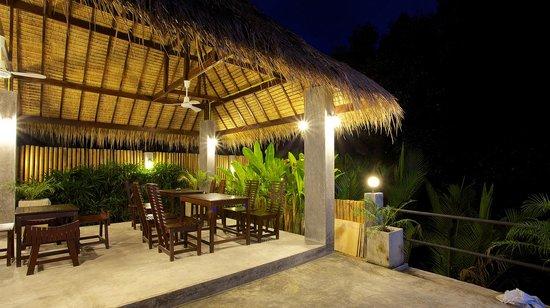 Mangrove Villa: Enjoy dining beside the river
