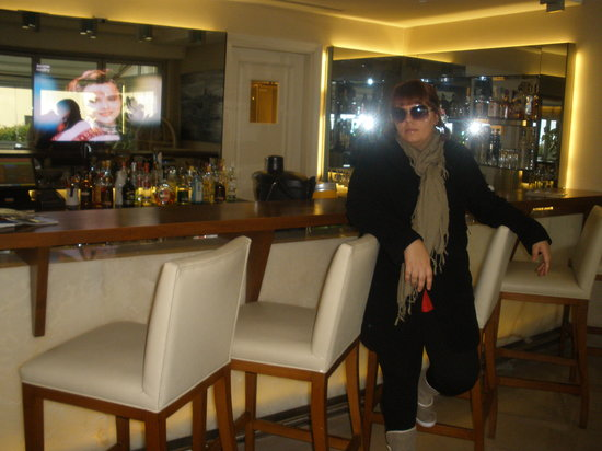 CVK Hotels Taksim:                                     bar near rception area