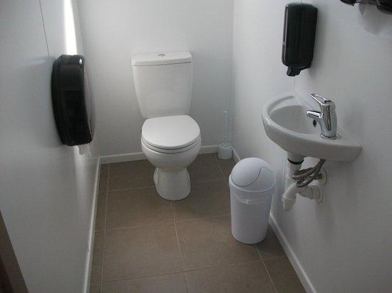 Manapouri Motorhome & Caravan Park:                   The very clean bathrooms