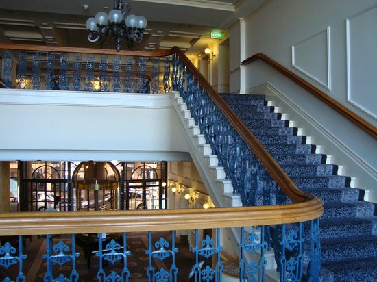 Stamford Grand Adelaide:                   Main staircase