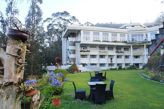 Sinclairs Retreat Ooty:                   Hotel View from lawn area..