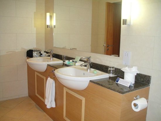 The Abbey Hotel: Bathroom