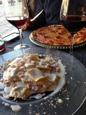 Al Canton Dei Artisti:                   Ravioli and pizza
