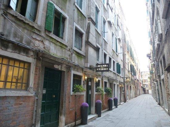 Locanda Ovidius: ingang hotel