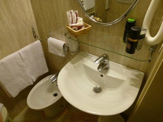 Locanda Ovidius: badkamer