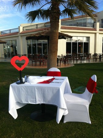 Hilton Sharks Bay Resort: Valentine Tables