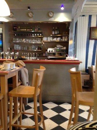 Café chéri : le bar