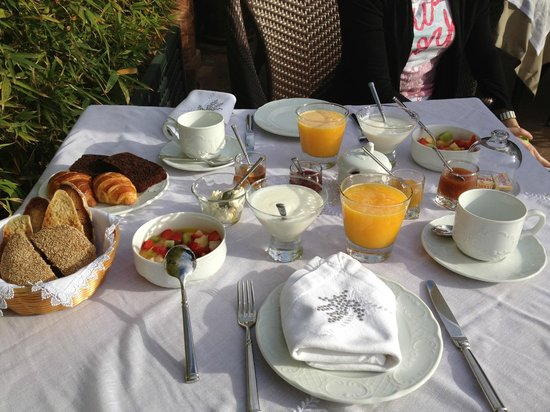 Riad Idra: Excellent breakfast on the sunny rooftop terrace