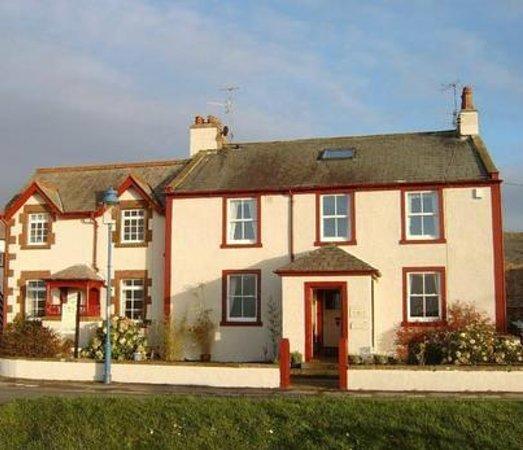 Rosegarth Guest House: Rosegarth from the River Estuary